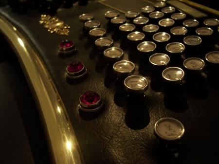 Клавиатура в стиле стимпанк.
